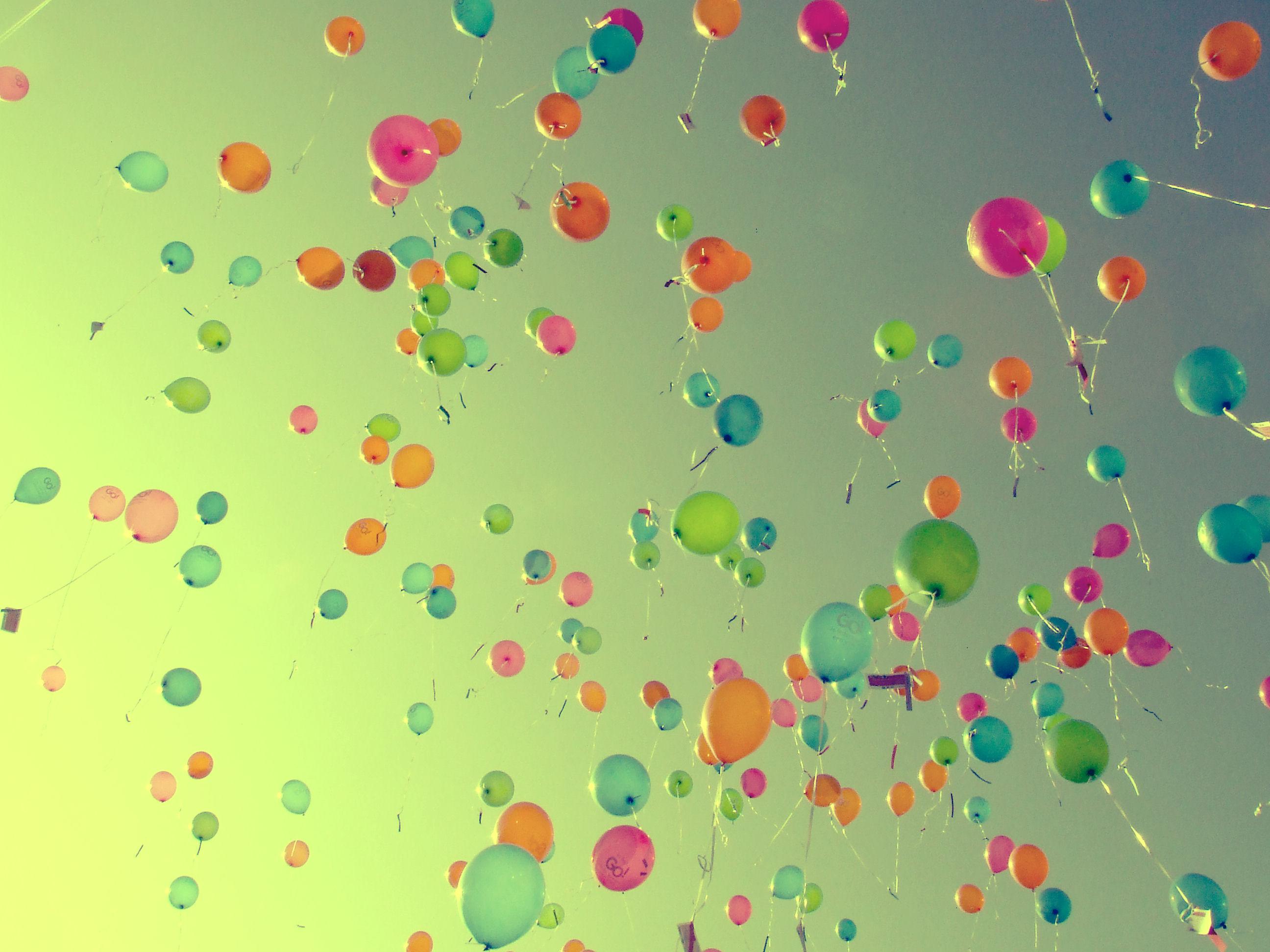 2592x1944 Balloons wallpaper